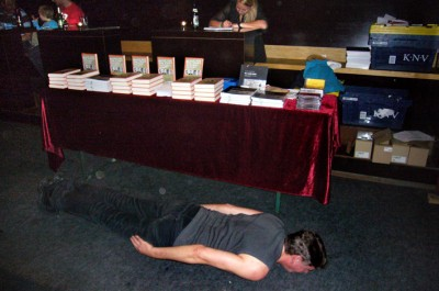 Bookreleaseplanking / photo: Katharina Bach