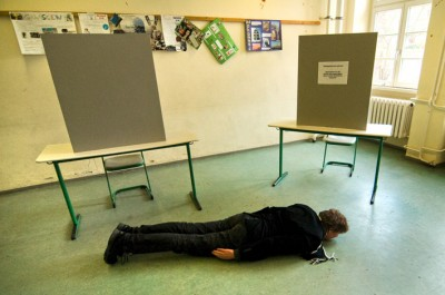 Election dayplanking / photo: Katharina Bach