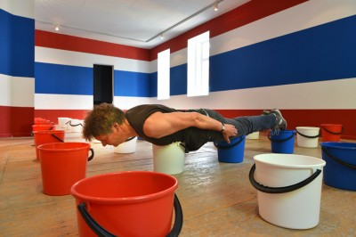 Plastic bucketplanking / photo: Charlotte Witte